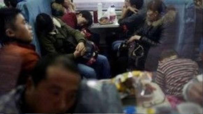 Ngay đến vé của những chiếc ghế cứng trên tàu cũng không còn để bán.