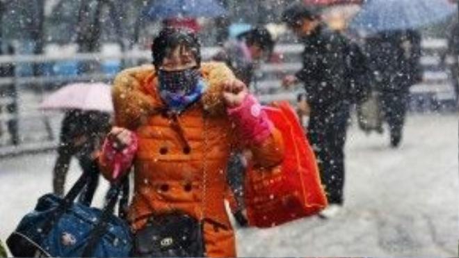 Trời lạnh giá kèm theo mưa lớn hoặc tuyết rơi rất dày đã gây ảnh hưởng lớn tới ngành giao thông.