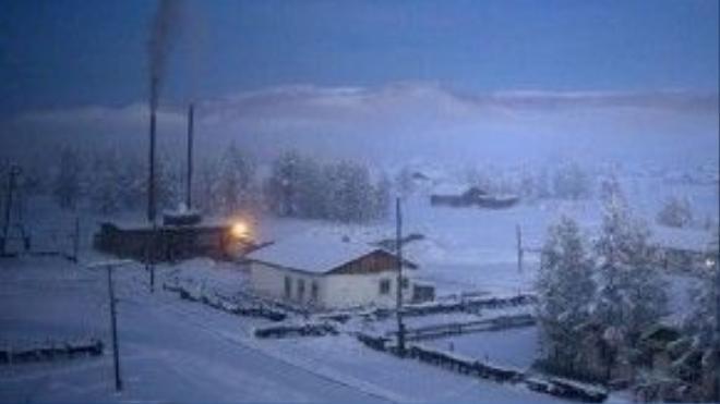 Một nhà máy nhiệt than giữ ấm cho dân làng.