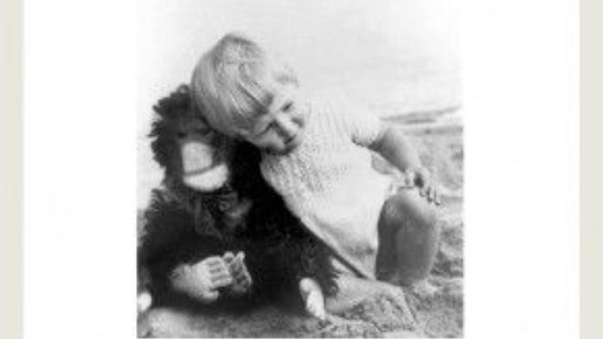 Jane sinh năm 1934 tại London, Anh quốc. Khi còn bé, bà được bố tặng cho một chú tinh tinh nhồi bông. Một người bạn của gia đình sợ rằng món đồ chơi lông lá đen xì này sẽ làm cho cô bé Jane khiếp đảm. Thế nhưng, Jane ngay lập tức có cảm tình với người bạn mới tên Jubilee của mình. Mối quan tâm đặc biệt tới loài linh trưởng cũng bắt đầu từ tình bạn đặc biệt này. Cho tới tận bây giờ, Jane vẫn giữ Jubilee trong tủ quần áo của mình.