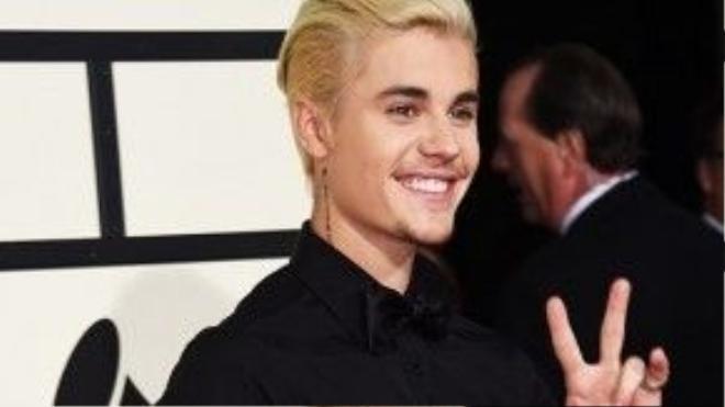 Justin trên thảm đỏ Grammy.