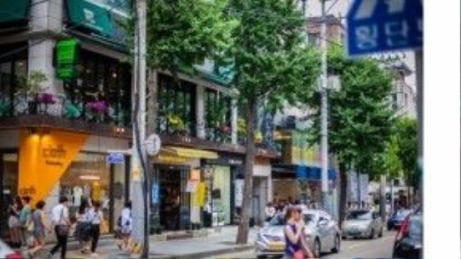 Hãy thật chú ý khi đi lại quanh khu vực này vì biết đâu bạn sẽ được diện kiến thần tượng bằng xương bằng thịt. Ảnh: Seoul State of Mind