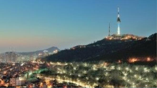 Tháp N Seoul nằm trên đỉnh ngọn Nasam.