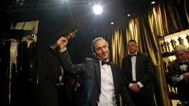 Emmanuel Lubezki giành giải Quay phim xuất sắc cũng với The Revenant.