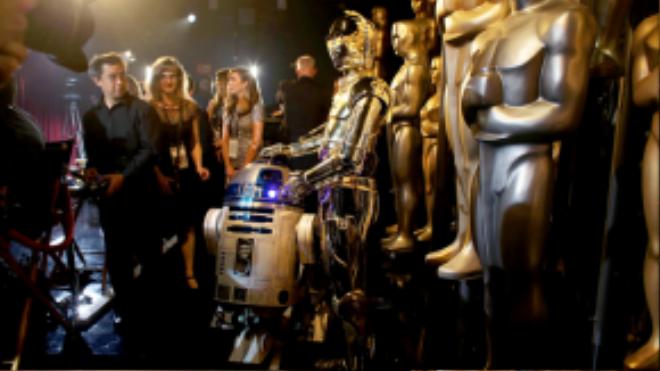 R2-D2 và C3P0 – hai robot gắn liền với tên tuổi thương hiệu Star Wars – cũng có màn xuất hiện khá ấn tượng trên sân khấu Oscar năm nay.