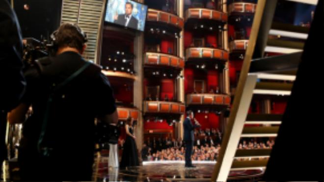 """Leonardo DiCaprio có bài phát biểu khá ấn tượng sau gần 2 thập kỷ """"vô duyên"""" với giải Oscar."""