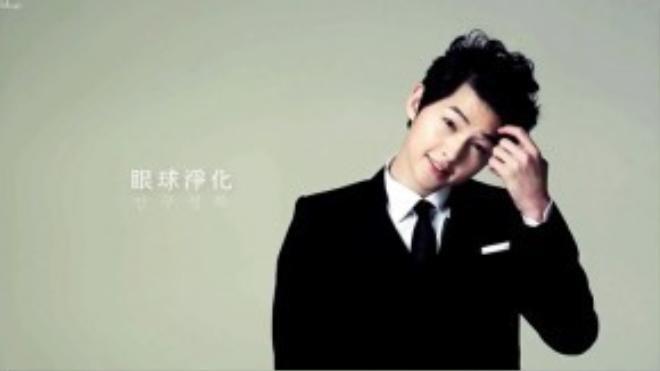 Một Song Joong Ki lãng tử với mái tóc xoăn lọn to bồng bềnh.