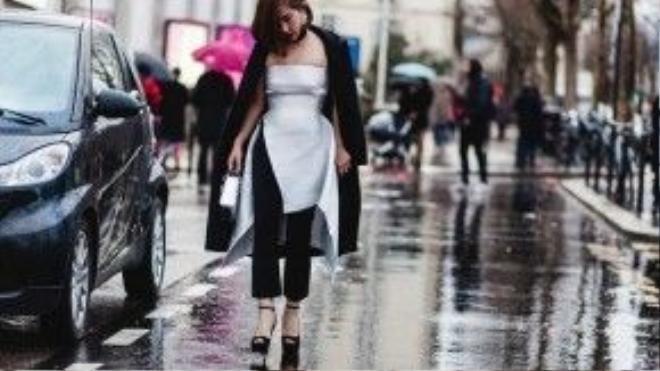 Trâm Nguyễn không ngoại lệ, người đẹp chọn những bộ cánh táo bạo khoe phong cách thời trang riêng của mình, dù trời dưới âm độ.
