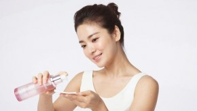 Các sản phẩmlàm sáng da rõ rệt và không gây kích ứng vì nồng độ Vitamin C vừa phải chính là bí quyết của nữ diễn viên. Cung cấp vitamin C cho da chính là cách các mỹ nhân Hàn chăm dưỡng da mỗi ngày.
