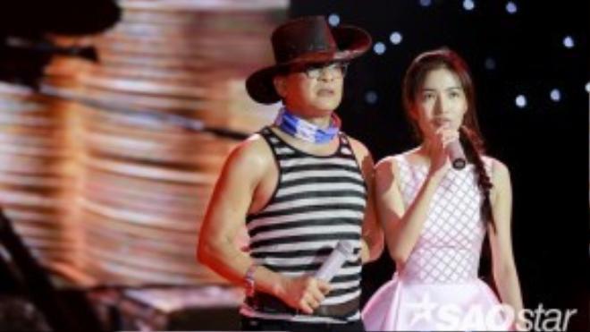 MC Thanh Bạch và Mỹ Linh đến từ rất sớm để chuẩn bị kịch bản chương trình.