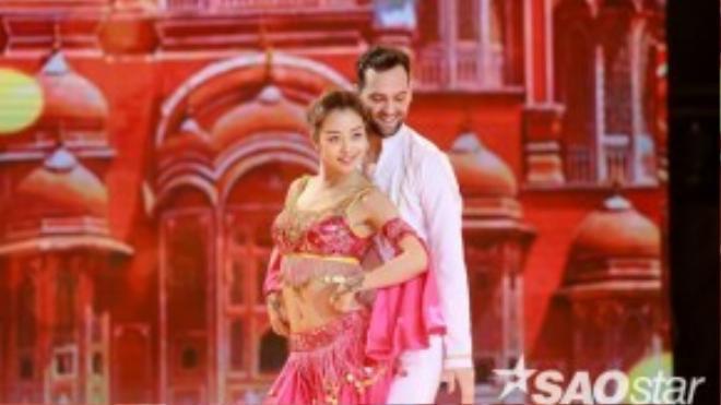 Với sự thể hiện hoàn hảo qua các đêm thi trước, Jennifer Phạm sẽ tiếp tục mang đến đêm thi lần này những bước nhảy điêu luyện nhất.