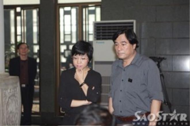 MC Thảo Vân buồn bã đến viếng nhạc sĩ Thanh Tùng.