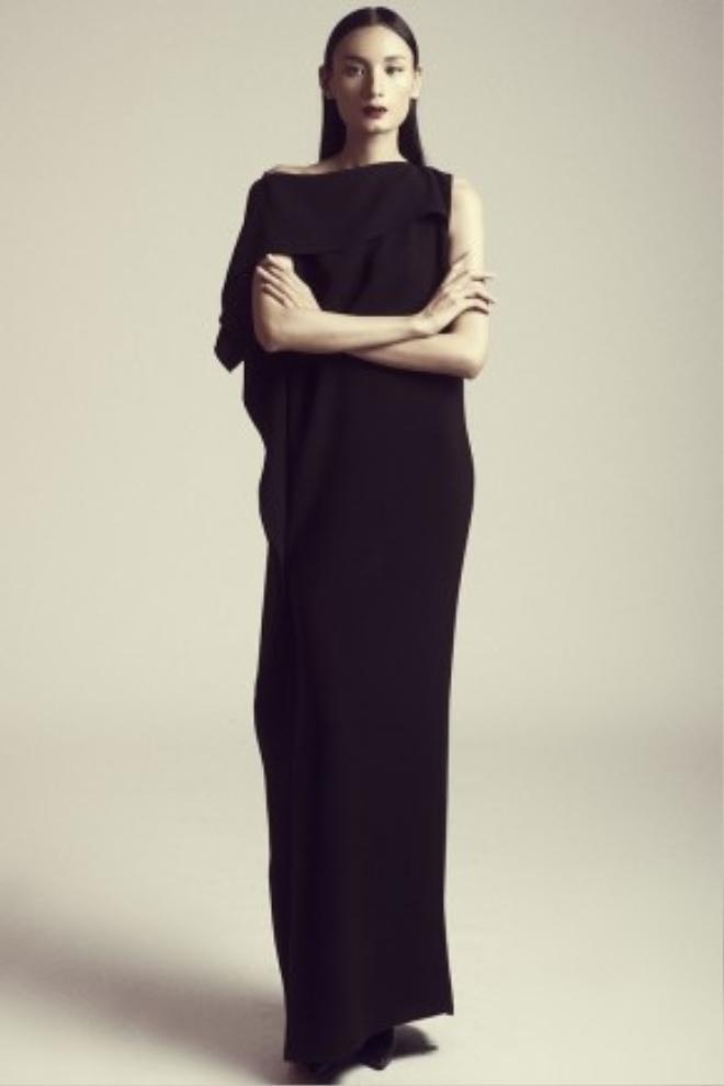 Phom váy rộng giấu đường cong đơn giản cũng thực sự trở thành một tác phẩm nghệ thuật bởi những đường cắt, chi tiết bỏ nhỏ tinh tế.