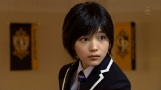 """Ngoại hình """"đẹp trai"""" của Haruhi Fujioka liên tục nhận được đơn đặt hàng để có thể trả nợ cho Câu lạc bộ."""