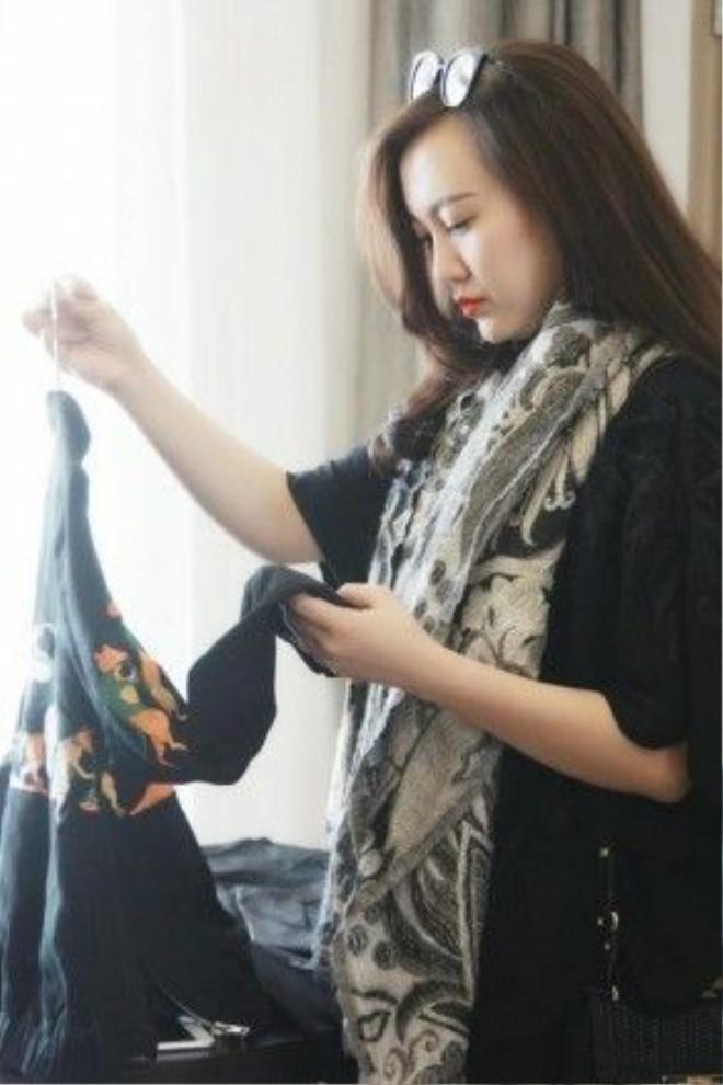 Vốn là người kỹ tính, trước đó 1 tháng, cô đã dành thời gian sang Thượng Hải 2 lần với mục đích chuẩn bị mọi khâu cho show diễn, chinh phục và giới thiệu sự phá cách, độc lạ của thời trang Việt Nam đến với bạn bè quốc tế.