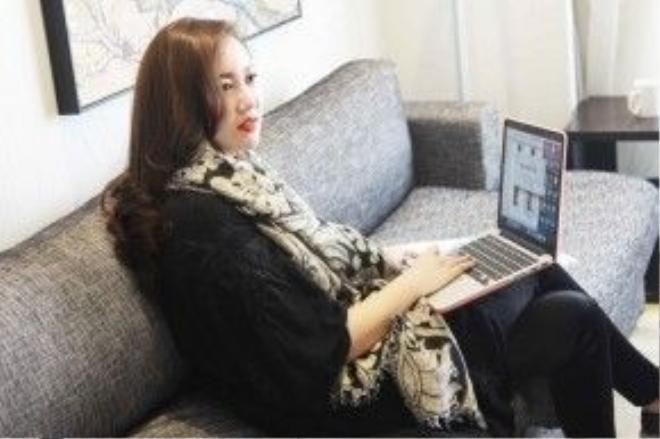 Kelly Bùi là nhà thiết kế nổi tiếng được biết đến với những thiết kế mang đậm phong cách châu Âu sang trọng, hiện đại và mới lạ. 2 bộ sưu tập Hành trình phiêu du và Sherlock Holmes từng trình diễn của cô tại tuần lễ thời trang Thượng Hải thu đông 2014 và 2015 nhận được sự đánh giá cao từ giới chuyên môn và công chúng yêu thời trang cho các bộ sưu tập.