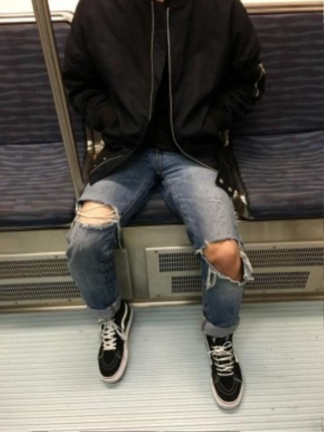 Càng rách, càng nhiều chi tiết chắp vá, tưa chỉ thì chiếc quần của bạn càng đẹp và độc đáo.