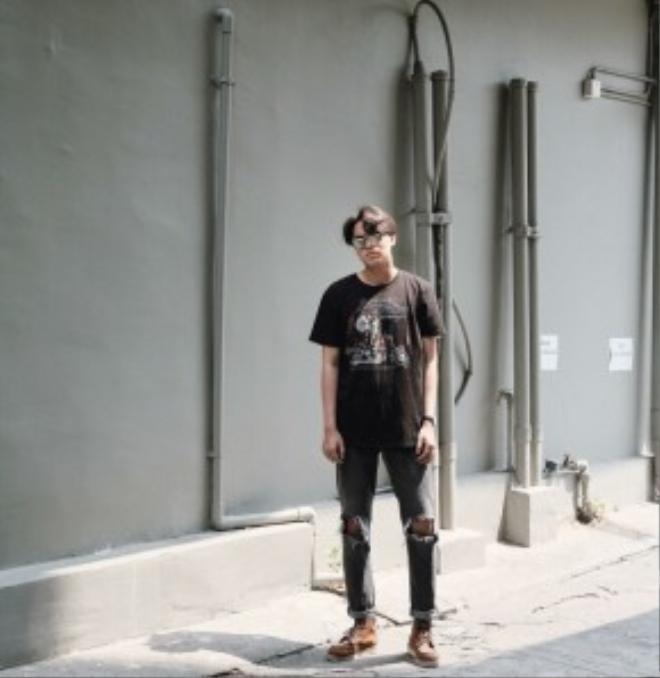 """Để tăng sự chú ý của mọi người vào chiếc quần jean """"cái bang"""" độc đáo, bạn nên kết hợp các item đi cùng thật sự đơn giản."""
