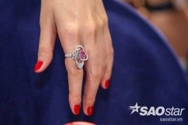 Cận cảnh chiếc nhẫn vô cùng đắt đỏ.