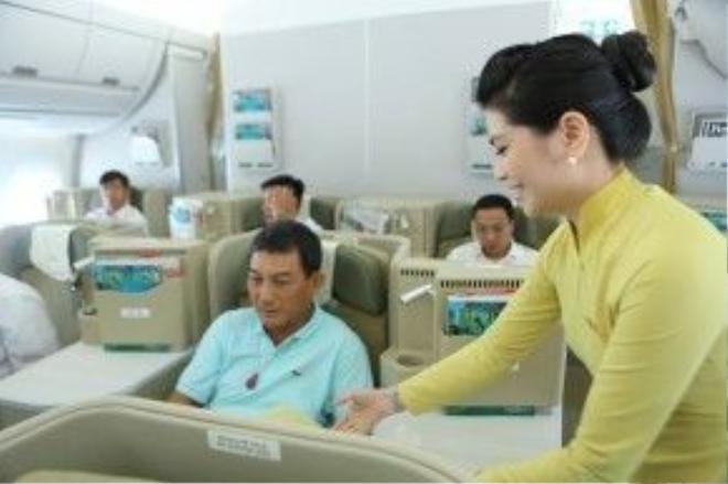 Công việc tiếp viên hàng không nhiều hào nhoáng nhưng cũng lắm truân chuyên.