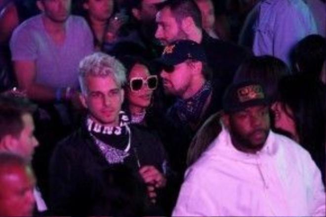 Rihanna trước đó cũng bị bắt gặp đến chơi lễ hội cùng Leonardo Di Carpio.