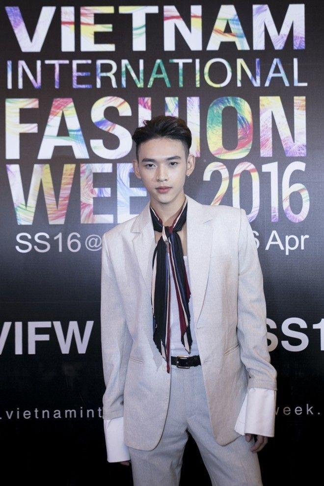Quỳnh Anh Shyn mặc váy nội y diễn cực sâu bên hotboy Dương Minh Tuấn ảnh 2