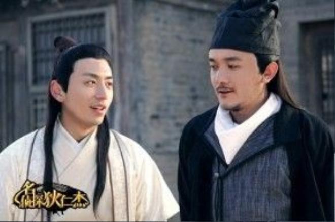 Bạch Khách (trái) và Tiểu Ái (phải) trong series hài Thám tử lừng danh địch nhân kiệt.