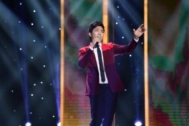 Với phần biểu diễn ca khúc Thành phố buồn trên sân khấu Thần tượng Bolero, Đình Phước thuyết phục hoàn toàn 3 vị HLV nam.