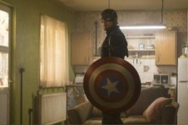 Captain America: Civil War chắc chắn sẽ trở thành bộ phim điện ảnh đầu tiên trong năm 2016 cán mốc doanh thu 1 tỷ USD toàn cầu. Ảnh: Disney