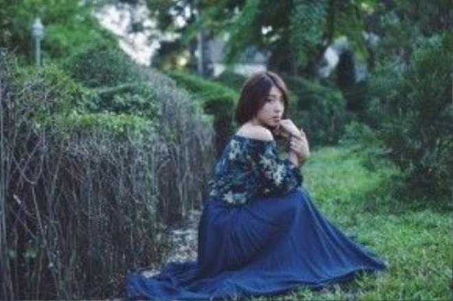 Phong cách lần này Yumi chọn để make up là màu gam màu tự nhiên thanh lịch.