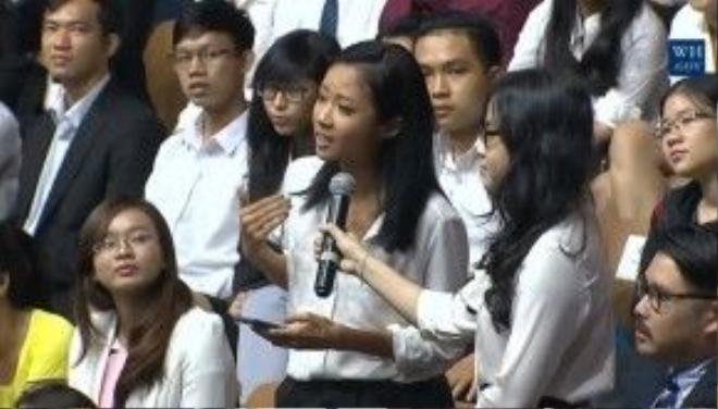 Suboi đại diện cho các bạn trẻ Việt Nam đặt câu hỏi cho ngài Tổng thống Mỹ.