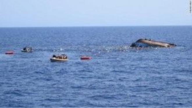 Hàng trăm người lênh đênh giữa biển Địa Trung Hải