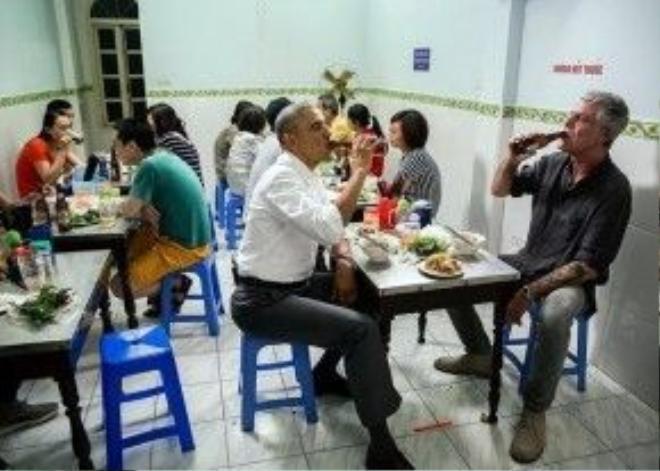 Cư dân mạng Trung Quốc không tin rằng những người ngồi ăn quanh ông Obama là người dân bình thường