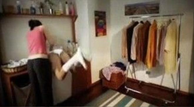 … bị đưa vào máy giặt…