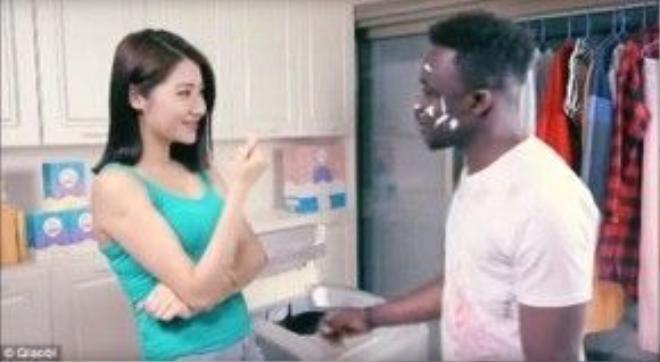 Chàng trai da màu trong quảng cáo của Trung Quốc…