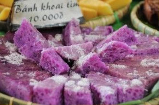 Ngoài các món ăn mặn, hội ẩm thực Đất Phương Nam còn có các món bánh quen thuộc của miền Tây. Trong ảnh là bánh làm từ khoai tím hay còn gọi là khoai mỡ.