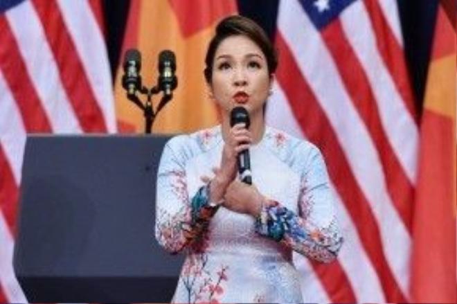 """Mỹ Linh đã bị lên án rất nhiều sau """"sự cố"""" hát Quốc ca trước Tổng thống Obama."""