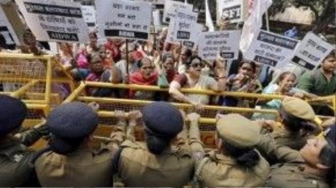 Người dân Ấn Độ biểu tình chống nạn hãm hiếp phụ nữ
