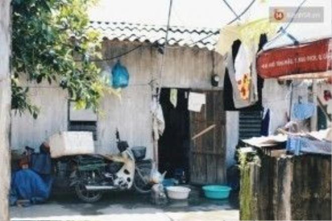 Những căn nhà trọ lụp xụp ở phố Mai Dịch.