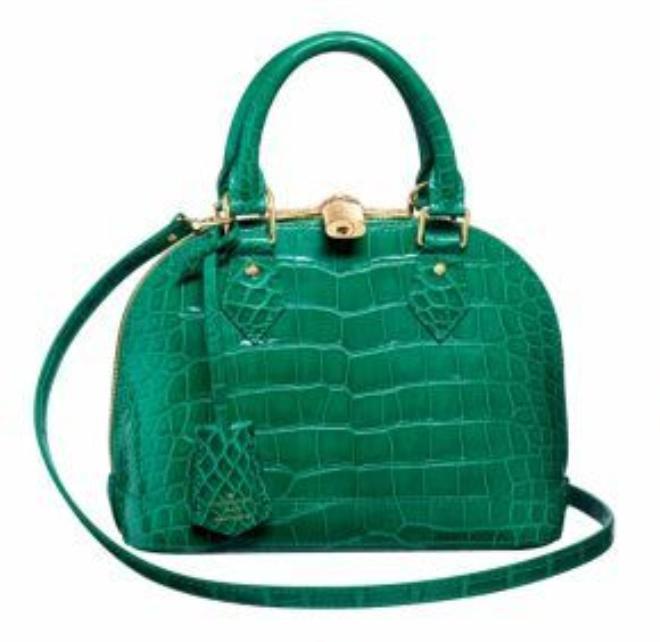 Túi Alma BB mới nhất bằng da cá sấu nhuộm màu xanh tươi sáng, trang trí khóa vàng
