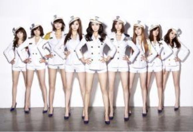 """9 cô gái thủy thủ """"gây bão"""" năm 2009."""