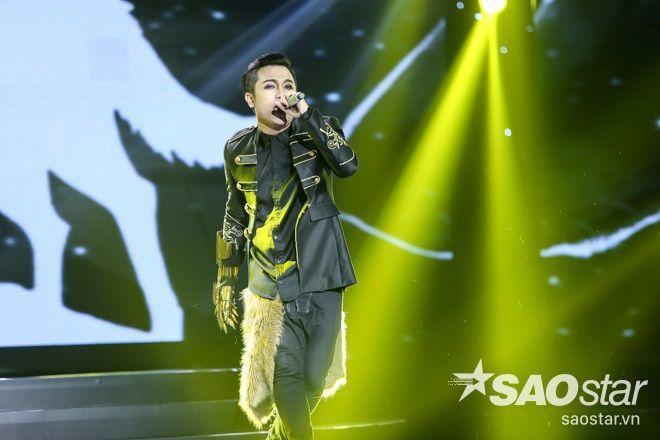 F.O.E. thăng hạng phong cách với trang phục sói tại live show đầu tiên ảnh 5