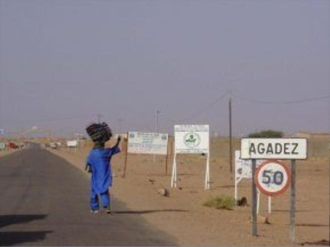 34 người di cư, trong đó có 20 trẻ em đã chết khi bị bọn buôn người bỏ lại giữa sa mạc - Ảnh: Cheapflighthouse