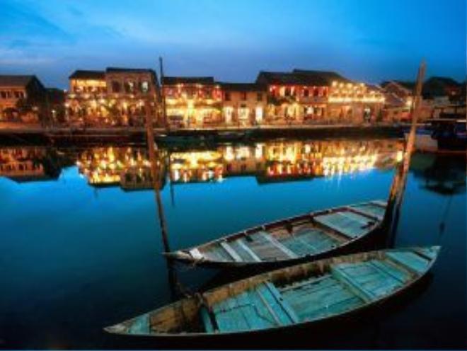 Hội An: Thị trấn cổ xinh xắn này đem lại cho du khách một trải nghiệm thú vị, với những kiến trúc cổ, không khí thanh bình và nhiều món ăn ngon.
