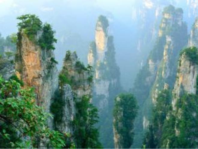 Trương Gia Giới, Trung Quốc: Các núi đá thẳng đứng độc đáo nơi đây khiến du khách có cảm tưởng như lạc vào thế giới trong phim Avatar.