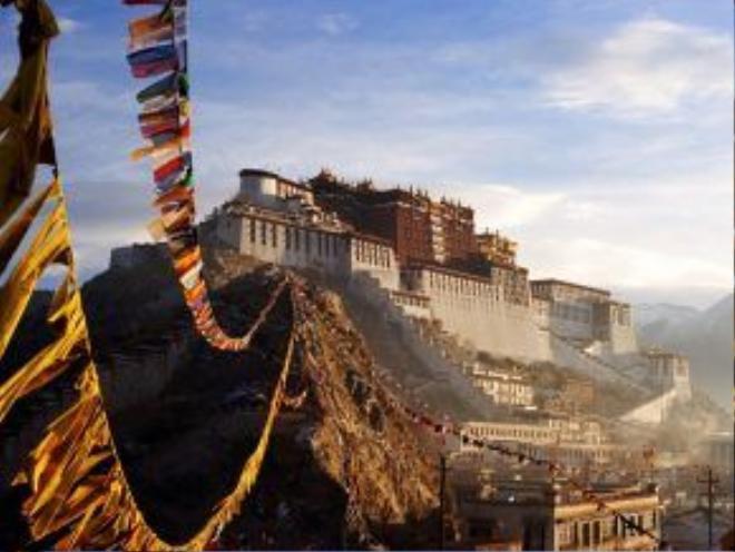 Lhasa, Tây Tạng, Trung Quốc: Trái tim của Tây Tạng sẽ đem lại cho du khách nhiều trải nghiệm tuyệt vời về văn hóa, ẩm thực và tâm linh.