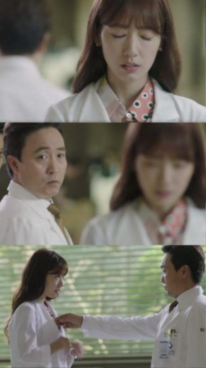 Vốn coi thường và không ưa gì Hye Jung, giám đốc bệnh viện chắc chắn sẽ gây cho cô không ít khó khăn. Còn về phía Hye Jung, hẳn cô chưa bao giờ quên chính tay bác sĩ tắc trách này đã gây nên cái chết cho bà của mình.