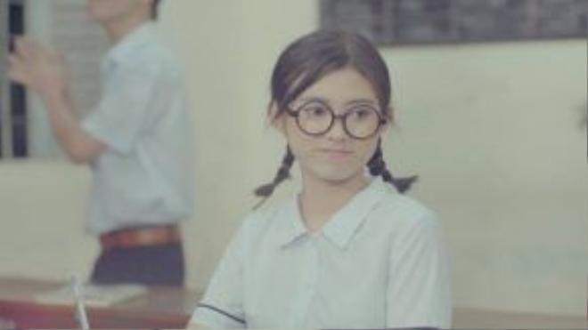 """Một nhân vật khác trong MV cũng đã được giới thiệu: nữ sinh """"fan gương mẫu"""" của Thanh Duy."""