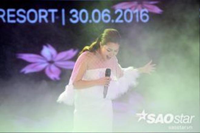 Ca sĩ Ngọc Anh thể hiện 3 ca khúc trong đêm bán kết phía Bắc.
