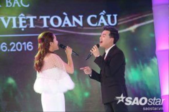 Ngọc Anh song ca với Nguyễn Trần Trung Quân trong ca khúc Nơi ta bắt đầu.